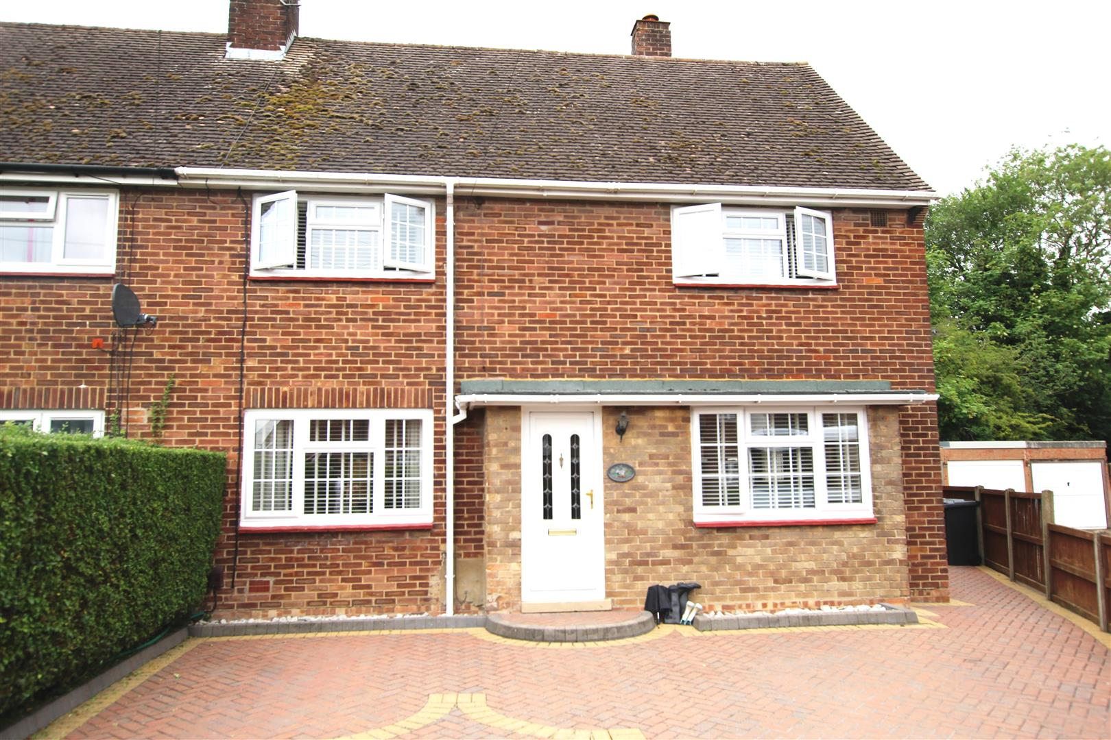 3 Bedrooms Semi Detached House for sale in Woodlands Avenue, Houghton Regis, Dunstable